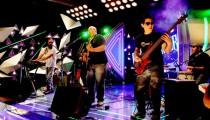 La banda oriunda de Garín ganó un concurso por internet que le permitió presentarse en vivo en el programa conducido por Daniel Tognetti. Tras su paso por la TV les llegaron nuevas propuestas y aumentaron sus seguidores.