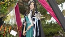 """Nacida y criada en Belén de Escobar, descendiente de portugueses y griegos y estudiante de Administración de Empresas, fue elegida entre 45 jóvenes como nueva reina de la fiesta más tradicional de la ciudad. """"Es una experiencia maravillosa y voy a dar lo mejor de mí"""", afirma llena de orgullo."""