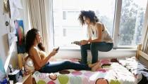 Por necesidad, comodidad y economía, compartir la vivienda con alguien completamente desconocido es una tendencia que va en aumento. Algo de lo más común en otros países, que ya muchos ponen en práctica en la zona.